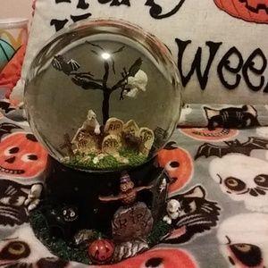 Halloween water globe 🎃👻